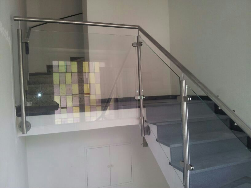 BALARDO Ganzglasgeländer - Glastechnik Weiß